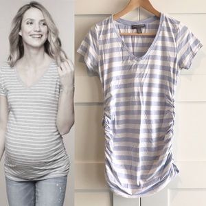 A Pea In The Pod ruched side v neck tee